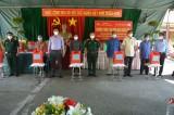 Bộ Chỉ huy Quân sự tỉnh tổ chức 'Chương trình 100 phần quà nghĩa tình' tại huyện Cần Giuộc