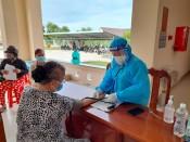 Đội ngũ tình nguyện viên góp sức chống dịch