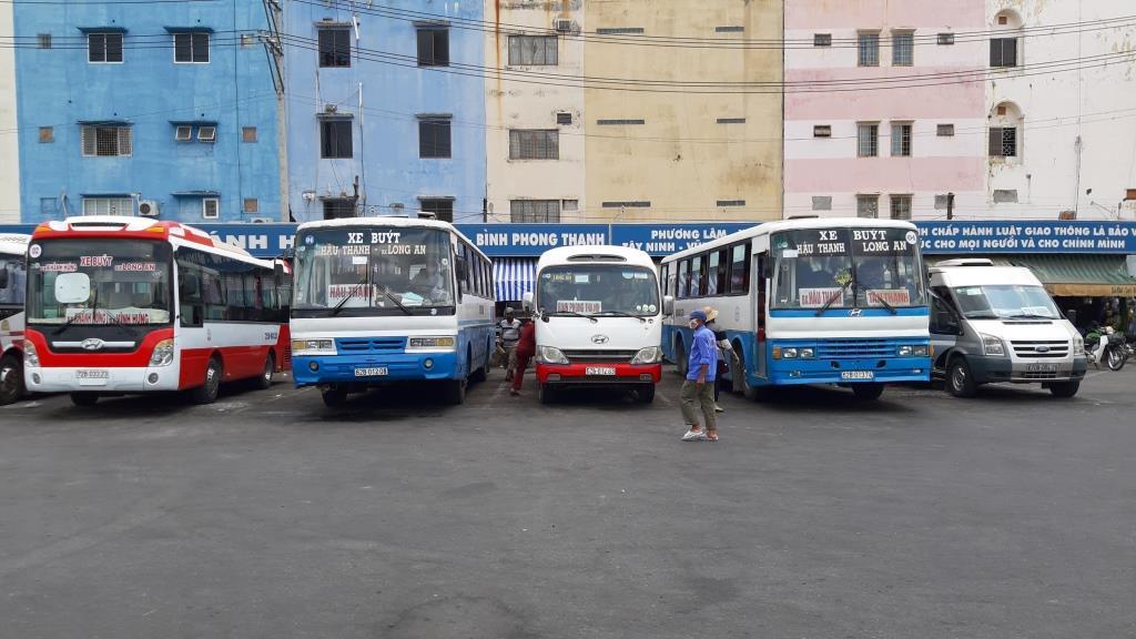 Hoạt động vận tải hành khách nội tỉnh được phép hoạt động trở lại sau thời gian dài tạm ngừng để phòng, chống dịch (Ảnh tư liệu minh họa)
