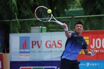 Thắng liên tiếp 2 tay vợt Ý, Lý Hoàng Nam vào tứ kết giải nhà nghề tại Ai Cập