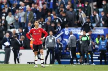 Premier League: Chelsea trở lại ngôi đầu, Manchester United thảm bại