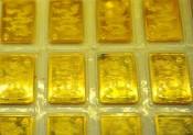 Giá vàng thế giới tăng mạnh, rút ngắn khoảng cách với vàng trong nước