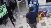 Cựu lính thủy đánh bộ Mỹ tay không bắt tên cướp có súng