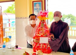Secretary of Provincial Party Committee, Chairman of the People's Council of Long An Province – Nguyen Van Duoc visits religious establishments