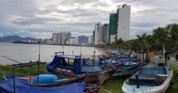 Áp thấp nhiệt đới áp sát bờ, Khánh Hòa mưa rất to, gió giật mạnh