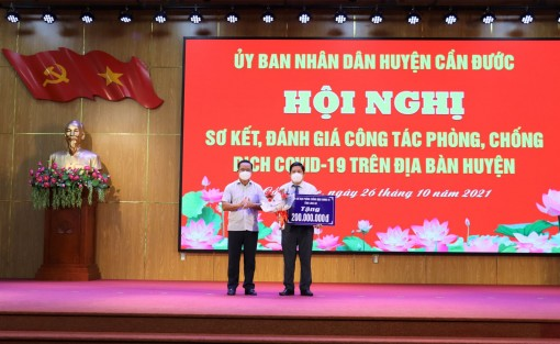 Secretary of the Provincial Party Committee attended the conference to review the Covid-19 epidemic prevention and control in Can Duoc district